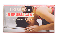 Blue Q Gum I Kissed A Republican - �������� ����