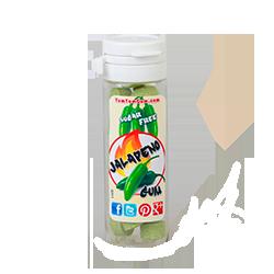 Yum Yum Gum Jalapeno  - Халапеньо (сорт перца)Корица и лакрица<br>Название бренда переводится с англ., как вкусняшка, объедение,   и такое название было выбрано не зря! Удивительно вкусные, мягкие жевательные резинки точь-в-точь передают вкусы любимых и всегда желанных десертов или экзотических фруктов. Кроме того, эти жвачки не содержат сахара и аспартама, поэтому Вы смело можете покупать их и не бояться за Вашу фигуру! Банановый крем или карамелизированный поп корн, арахисовое масло или шоколадный брауни, глазированный пончик или капкейк - решать Вам, чем сегодня Вы себя побалуете!<br>Данная жевательная резинка имеет вкус: Халапеньо.<br>Немного об этом сорте перца: Халапеньо - средних размеров перец чили, который ценится за ощущения при его поедании от тёплого до горячего. Плоды перца в среднем имеют длину от 5 до 9 см и собираются зелёными. Выращивают этот сорт в Мексике.<br>P.s Этот вкус имеет ограниченный тираж, успейте купить!<br>
