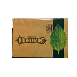 Wrigleys Doublemint Limited Collection Box - Двойная мятаМятные<br>Вниманию всех коллекционеров и просто неравнодушных к бренду Wrigley`s! Мы с замиранием сердца представляем Вам лимитированный вид. В одном большом картонном пенале Вы найдете 8 пачек (по 6 пластинок в каждой) жвачки Double Mint. Плотная картонная упаковка выполнена настолько качественно, что создается впечатление, что ее производили лучшие гуру дизайна. Кроме того хотим заметить, что такая гигантская упаковка (48 пластинок) послужит не только отличным и вкусным подарком, но и надолго обеспечит Вас жевательной резинкой!<br>P.s на каждой пластинке жвачки выдавлен силуэт листка мяты!<br>