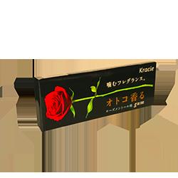 Kracie Men Black Rose Gum  - Вкус лепестков розы и ментолаМятные<br>Мы гордимся каждой позицией, которая на данный момент<br>представлена у нас на сайте, но есть некоторые, чье появление мы ждали с<br>трепетом в сердце. Жевательная резинка с ароматом лепестков розы относится<br>именно к таким! <br>Теперь же мы представляем Вам новинку для мужской половины общества. Ее главные характерные отличия:<br>- брутальный черный цвет пачки <br>- неординарное сочетание вкусов: лепестки розы и ментола (для гурманов это must have)<br>- это крайне редкий вид жвачки даже в Японии, поэтому она является настоящим экслюзивом!<br>