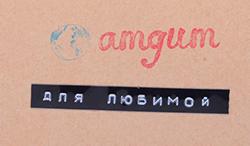 Набор  Любимой - Lovely WomanГотовые наборы<br>Хотим обратить Ваше внимание, что по Вашему пожеланию мы можем подписать Ваш набор с помощью специального маркировочного устройства. Для этого просто напишите нам в комментариях к заказу.<br>Представляем состав этого набора, который содержит 15 разных пачек*:<br>1. Project 7 Strawberry Margarita - это особая десертная жвачка с двумя разными вкусами: сладкая спелая клубника и лаймово - лимонный фреш. Таким образом, покупая одну пачку, Вы получаете возможность выбора - жевать эти подушечки по отдельности или соединить их, получив необычный десертный вкус. Обращаем Ваше внимание на большой размер пачки. В каждой упаковке находится 24 подушечки!<br>2. Ume - Сакэ - японская водка... Сакура - известное<br>японское дерево... Ume - известная японская жевательная резинка со вкусом настоящей<br>японской сливы! В состав этой жевательной резинки входит перилла<br>многолетняя (Реrilla frutescens). По содержанию каротина  она иногда<br>превосходит корнеплоды моркови. Листья периллы богаты минеральными веществами и<br>эфирными маслами, поэтому ее часто добавляют в салаты, соленья и даже в вино из<br>японской сливы Уме-сю. Зелень периллы обладает мягким лимонным и<br>анисовым ароматом. Кисленькая, бодрящая и очень вкусная!<br>3. Fits Peach -Неординарная<br>Японская жевательная резинка со вкусом персика. Хотим отметить заботу бренда о<br>своих будущих клиентах. Дело в том, что каждая пластинка упакована таким<br>образом, что когда Вы ее отрываете от пачки, то  она уже не упакована в<br>бумагу, и Вы можете смело класть ее в рот. С этого момента пожевать жвачку<br>стало еще проще!.<br>4. Razzles Tropical -  это жвачка-забава.  Ее уникальность в том,<br>что вначале это  жевательная конфета, которая позже превращается в жвачку.<br>Это и отражено в рекламном слогане 1966 года:  First its a candy, then its a gum.<br>Little round Razzles are so much fun.  (Сначала - конфеты, а<br>после - жвачка, Круглые Razzles -<br>веселье и ржачка!) Вкус - т