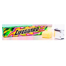 Kracie Lifeguard - Вкус энергетического напиткаФруктовые<br>Энергетические напитки любимы многими. Но любят их не за то действие,<br>которое они оказывают, а за необыкновенный вкус, который ни с чем не сравнить...<br>Теперь мы с гордостью можем констатировать, что и у нас есть жвачка с таким<br>вкусом! Кроме того, в сердцевине этой жвачки находится кисленький порошок белоснежного<br>цвета, благодаря которому жвачка кажется настоящей газировкой, пенящейся у Вас<br>на языке!<br>